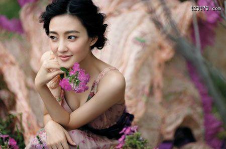 揭王丽坤真实年龄素颜美女甜美照曝光